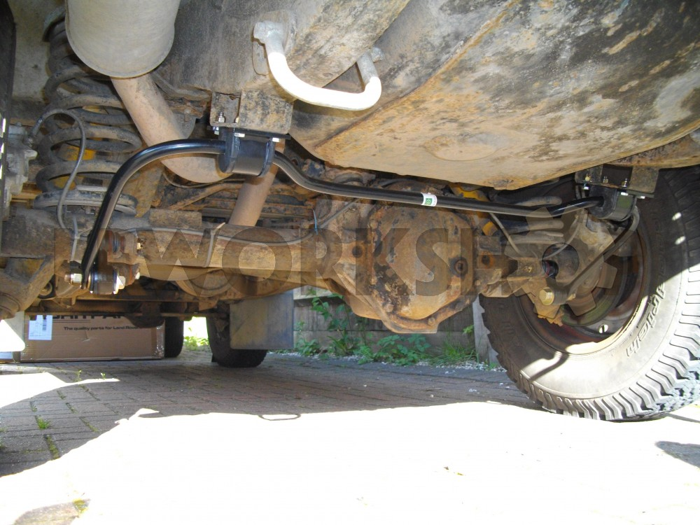 Fitting a Defender 110 rear anti roll bar - Find Land Rover